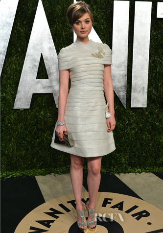 Bella Heathcote In Chanel Couture – 2013 Vanity Fair Party